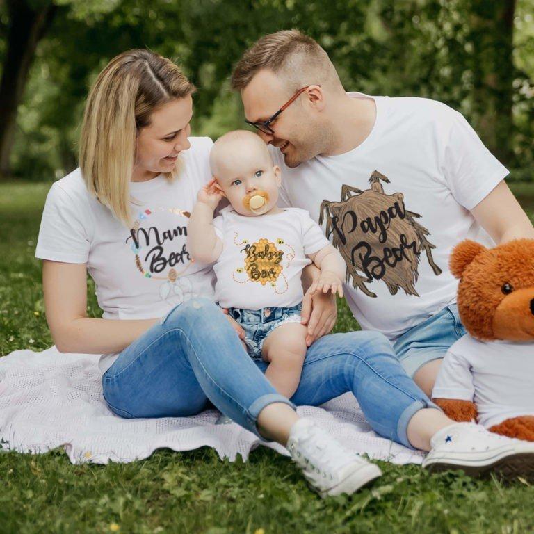 White short sleeve family graphic t shirts Bear family